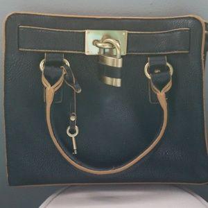 Short handle purse